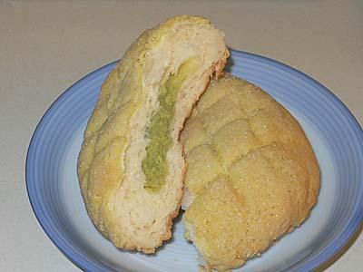 牡蠣カレーパンにずんだメロンパン。これぞ宮城・松島。