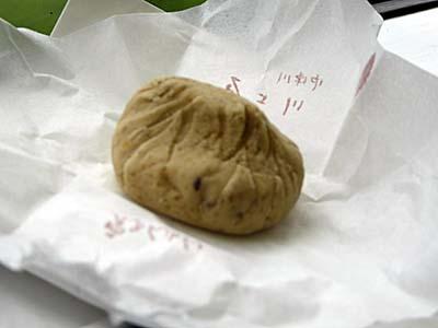 秋の味覚。栗をぎゅっと茶巾に絞った栗きんとん。中津川名物。