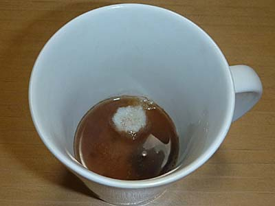 西八製菓 ふる里の味 コーヒー糖 お湯を少し注ぐ