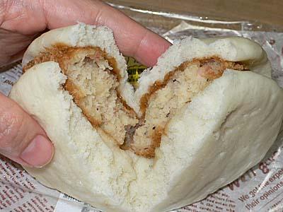 みしまコロッケパン 割ったところ